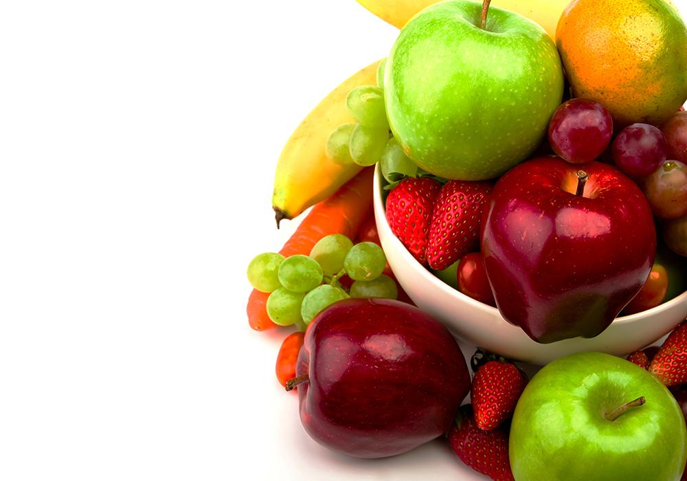 cesto-di-frutta-e-verdura-sfondo-bianco