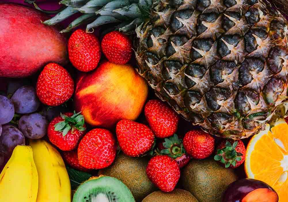 frutta-all-ingrosso-vendita-uva-fragole-ananas-kiwi-banana